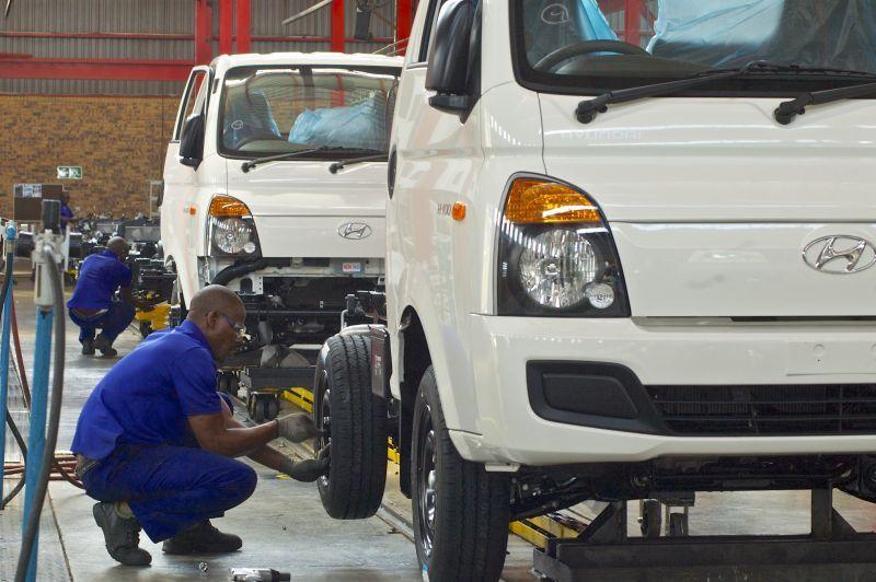 Hình ảnh sản xuất xe tải Hyundai HD100
